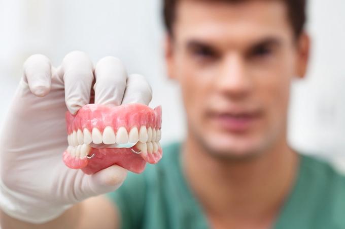 Выбираем материал для протезирования зубов
