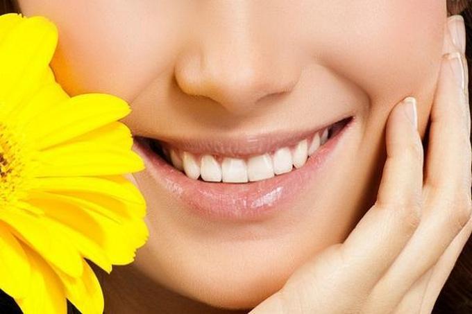 Отбеливание зубов методом AirFlow