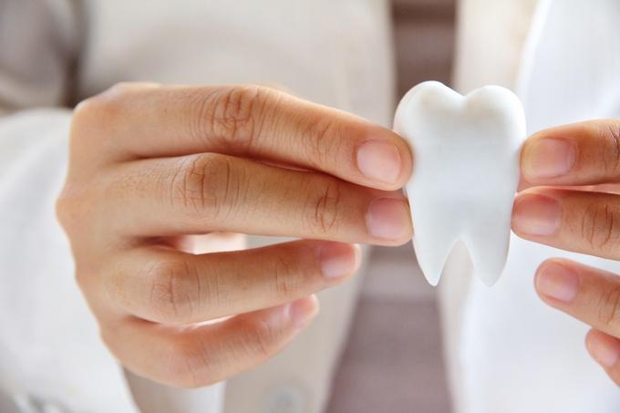 Зубное протезирование: установка коронок